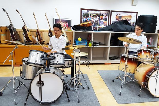 특기적성교육 지원사업을 통해 악기를 배우고 있는 장애어린이