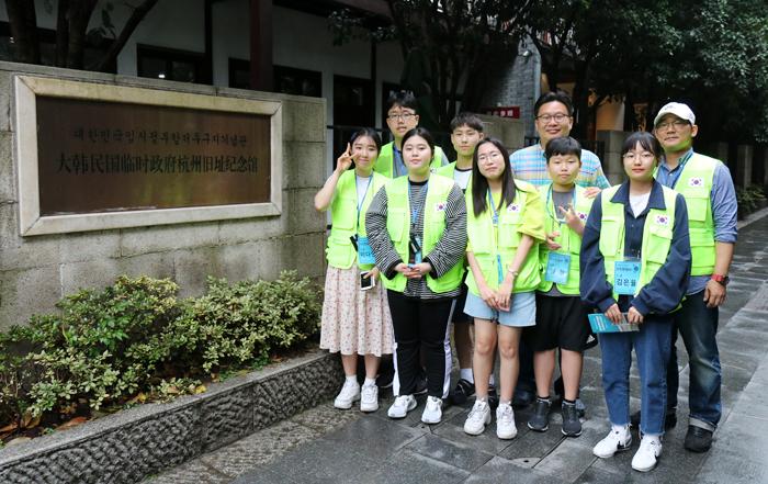 지난 20일 중국 항저우시 '항저우유적지기념관'을 찾은 '독립원정대' 소속 중·고교생들.