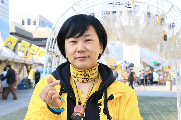 세월호 참사 이후 더 나은 세상을 위해 나눔으로 함께하는 故오영석 엄마 권미화 씨.