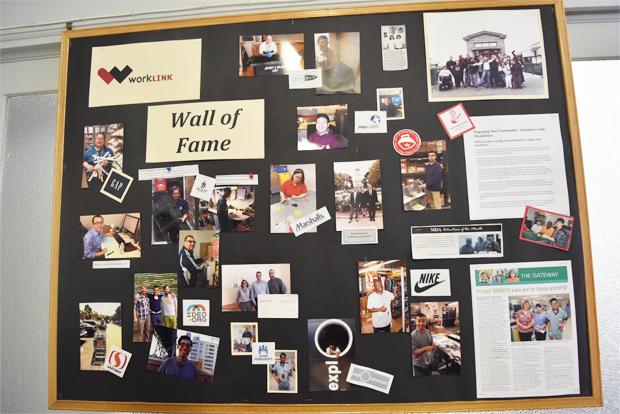 장애인 고용지원 연구소 워크링크를 통해 취업에 성공한 장애인 사진이 부착된 명예의 벽(Wall of Fame)