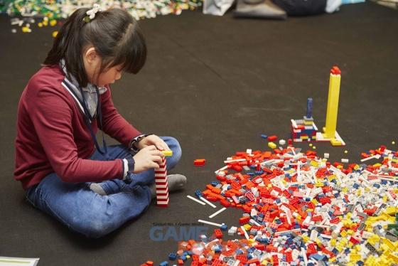 어린이들의 창의력을 높여주기 위한 넥슨의 '브릭사업'.