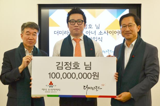 2015년 국내 유일 어린이재활병원에 써달라며 1억 원을 쾌척한 김정호 씨