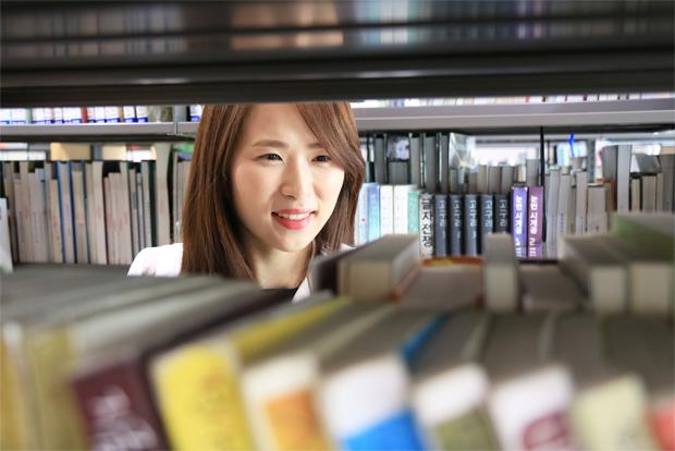 수업과 도서관 업무로 바쁘지만 어린이재활병원에 대해 늘 관심을 기울이는 박주희 기부자.