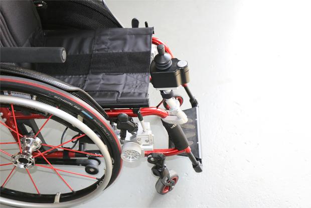 편리한 이동을 가능하게 만든 휠체어 전동 키트 토도 드라이브.