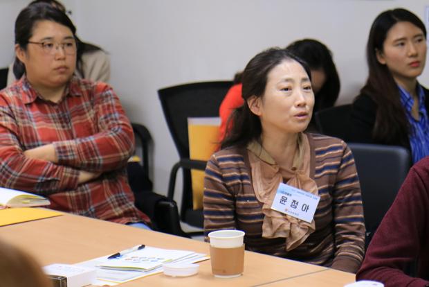 '장애어린이 재활치료비 지원사업'에 대한 의견을 나누고 있는 연계기관 담당자들