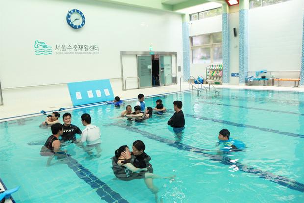 장애인‧비장애인에게 수중운동 프로그램을 제공하는 서울수중재활센터