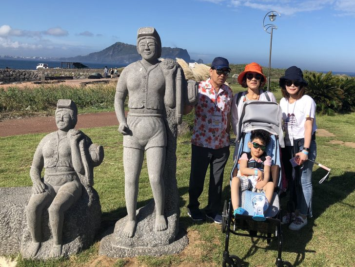 제주도 여행에서 행복한 시간을 보낸 현준이네 가족.