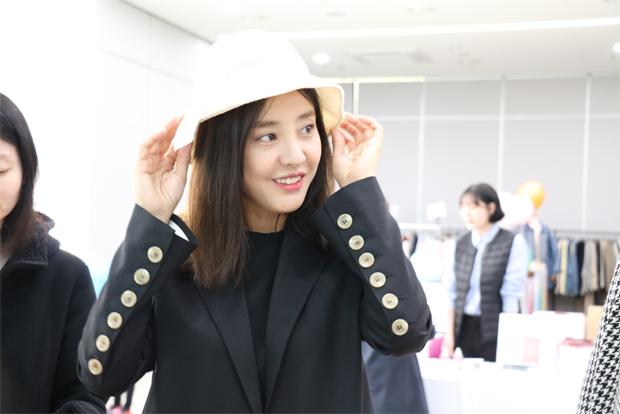푸르메마켓을 깜짝 방문해 나눔에 동참한 배우 박은혜 씨