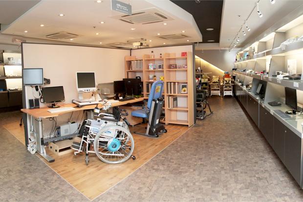 장애인에게 맞춤형 보조기기를 제공하는 파니스 서울시동남보조기기센터