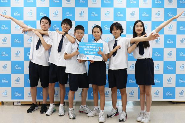 전교생 알뜰장터 수익금을 기부한 숭의초등학교 학생들