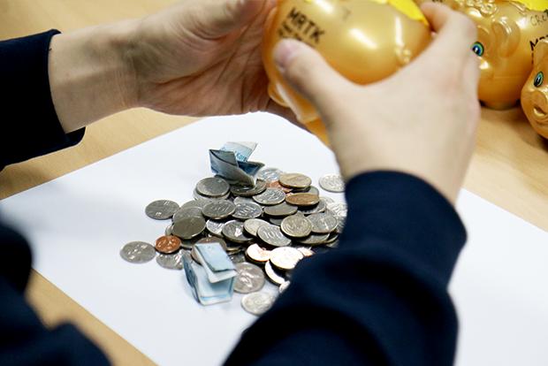 동전과 지폐가 한가득