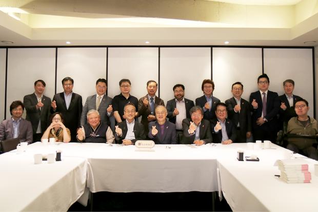 한국의 대표 생태학자 최재천 교수와 더미라클스 조찬회 참석자들