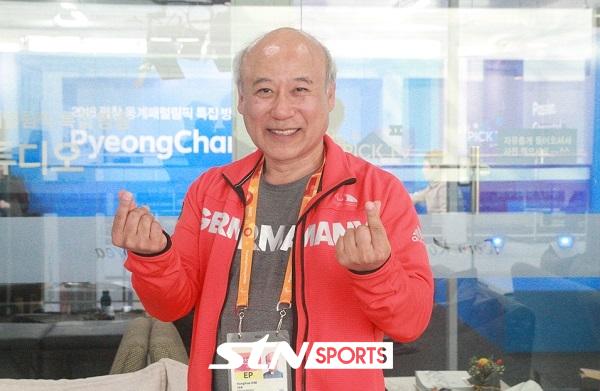 독일 패럴림픽팀 유니폼을 입은 김용해 신부