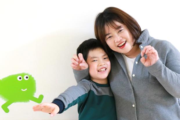 효성그룹으로부터 치료비와 가족여행 지원을 받은 성준이와 어머니 정현숙 씨