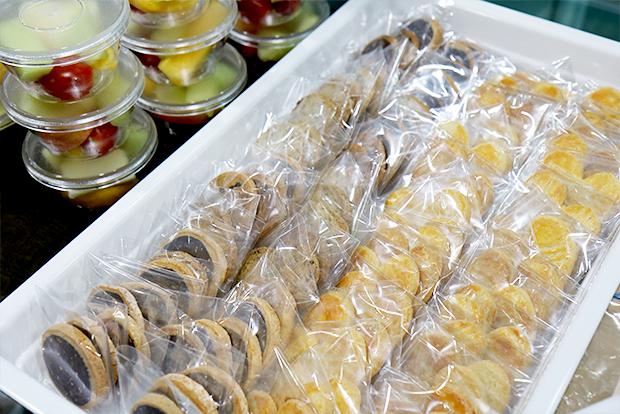 행복한베이커리&카페 케이터링에서 선보이는 컵과일과 쿠키