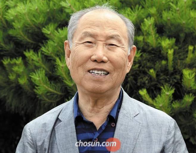 2016년부터 복지단체에 익명으로 10억원을 기부한 권오록(85)씨가 1일 서울 종로구 푸르메재단에서 활짝 웃고 있다. /남강호 기자