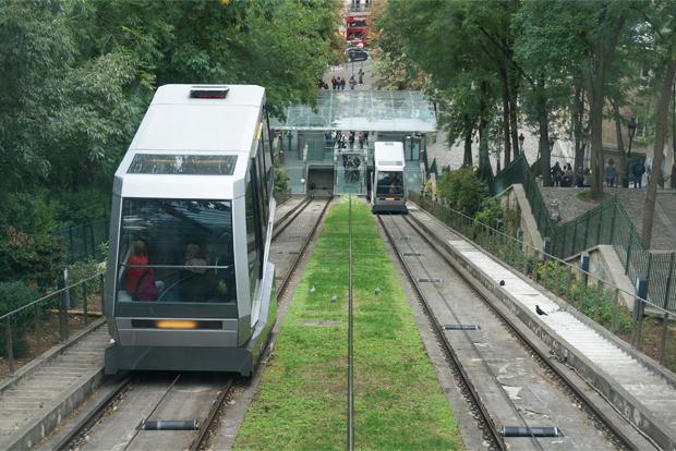 파리 몽마르트 언덕을 오르는 열차 푸니쿨라