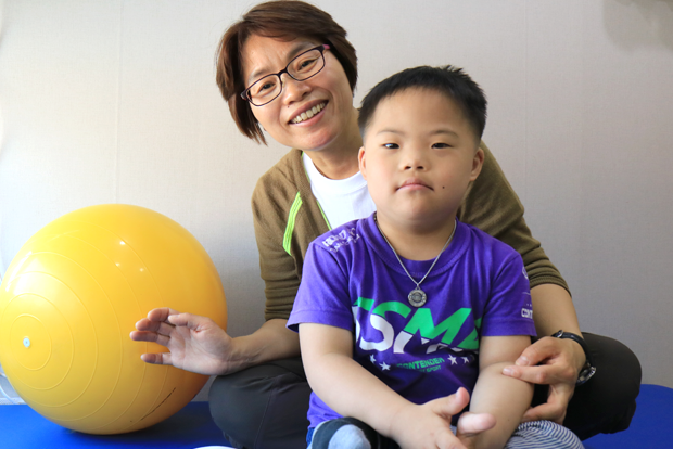 SPC그룹의 나눔으로 희망을 품게 된 준민이와 엄마 김영란 씨