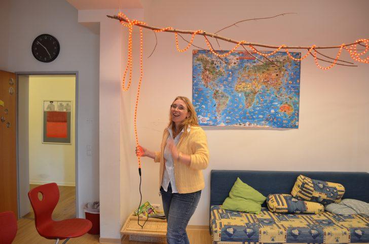 ▲ 도미니쿠스 링아이젠 마이작의 운영책임자 킬러만 씨. 전반적인 운영에 대한 안내를 마친 후 각 방의 요소요소를 직접 보여주는 그녀에게서 즐겁게 생활하는 장애인들의 모습이 그려진다.