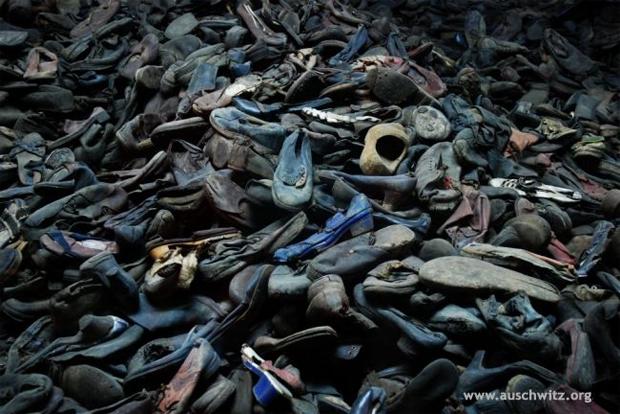 아우슈비츠 수용소 희생자들의 신발 (출처 : 아우슈비츠기념관 홈페이지)