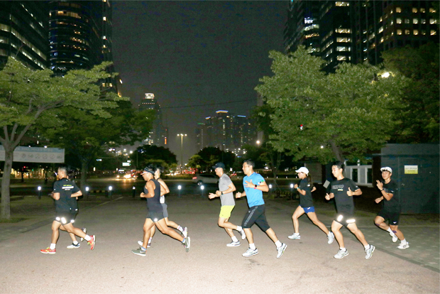 여의도공원에서 펼쳐진 MRTK의 야간 도심 달리기