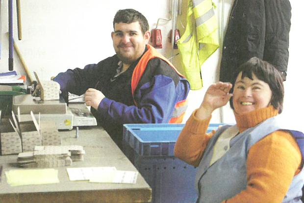 지적・정신장애인이 제품 생산 과정에 주도적으로 참여하고 있는 독일 카리타스 다하우 작업장
