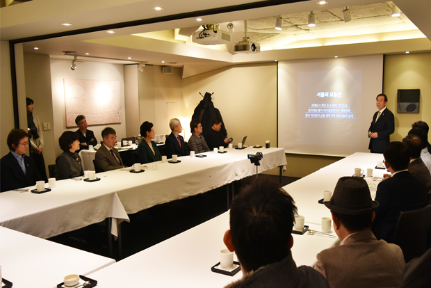 박원순 서울시장의 강연을 듣고 있는 더미라클스 회원들