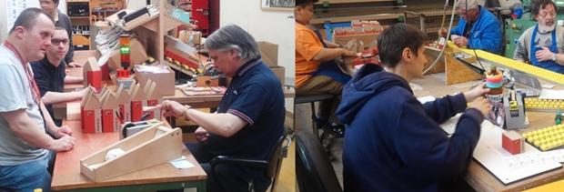 편마비 장애인을 위하여 작업을 세분화하고 동선 조정(오른쪽), 본인이 좋아하는 장난감이나 사진을 작업대에 올려놓음(왼쪽)