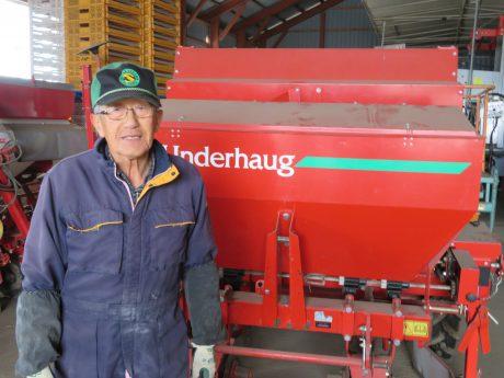 은퇴한 영농지도사들이 서포터로 나서 작업의 지도나 농약 살포 등을 지원한다.