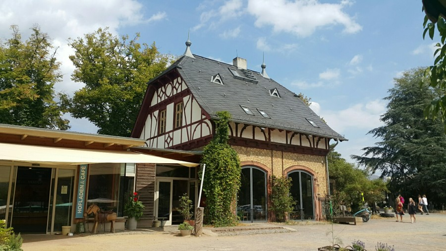 독일 오버펠트 농장 카페와 직판장 외관.