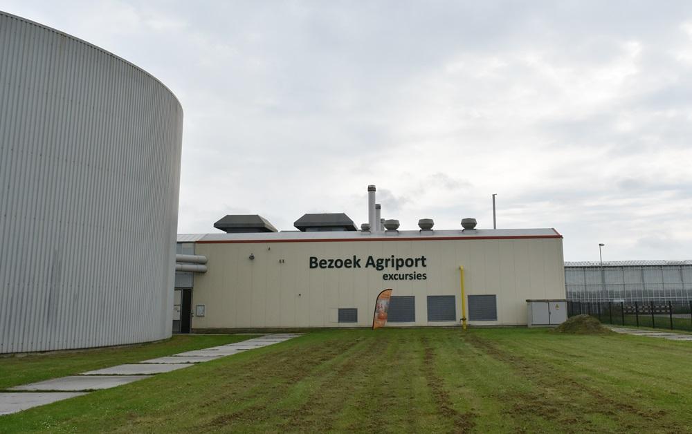베쥬크 농장은 에너지 생산시설과 양액저수조, 첨단 유리온실로 이루어져 있다.