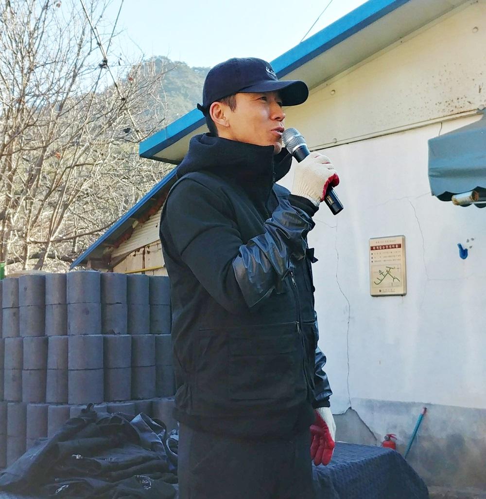 푸르메재단 기부자들을 반갑게 맞이하는 션 홍보대사