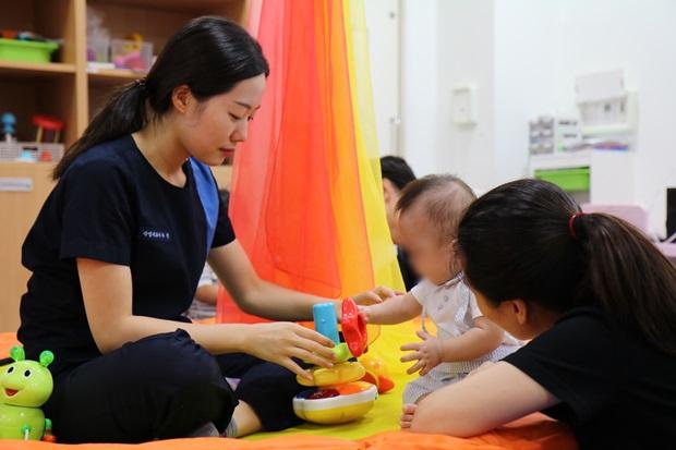 우쑥우쑥 교육 프로그램은 환아와 보호자가 모두 참여해야 한다.