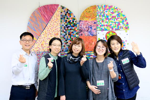 이지선 홍보대사 토크콘서트에서 인연을 맺게 된 기부자들과 함께한 신영각 님 (푸르메재단 DB)