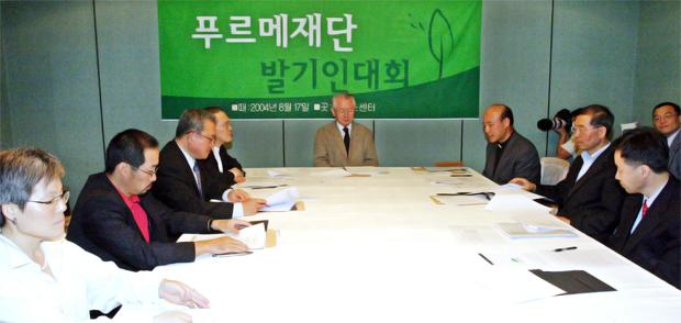 푸르메재단 창립식에서 '환자 중심의 재활병원 건립'을 선포한 김성수 명예이사장