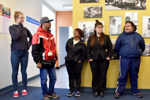 잡 코치 1명과 장애인 4명이 함께하는 직업교육 및 지역연계 프로그램