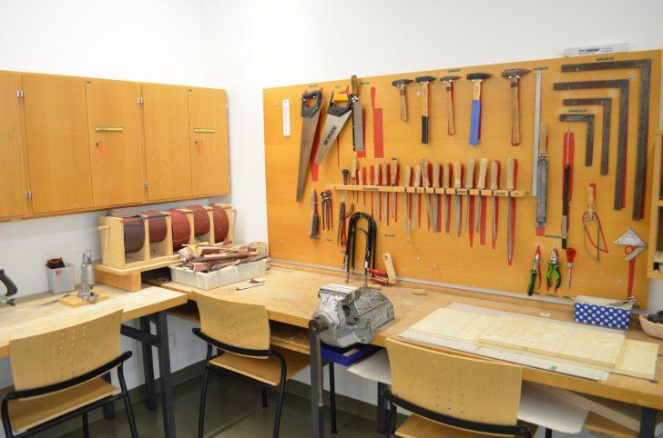 ▲ 목공과 관련된 장비와 재료를 통해 직업재활 훈련을 받을 수 있는 작업치료실