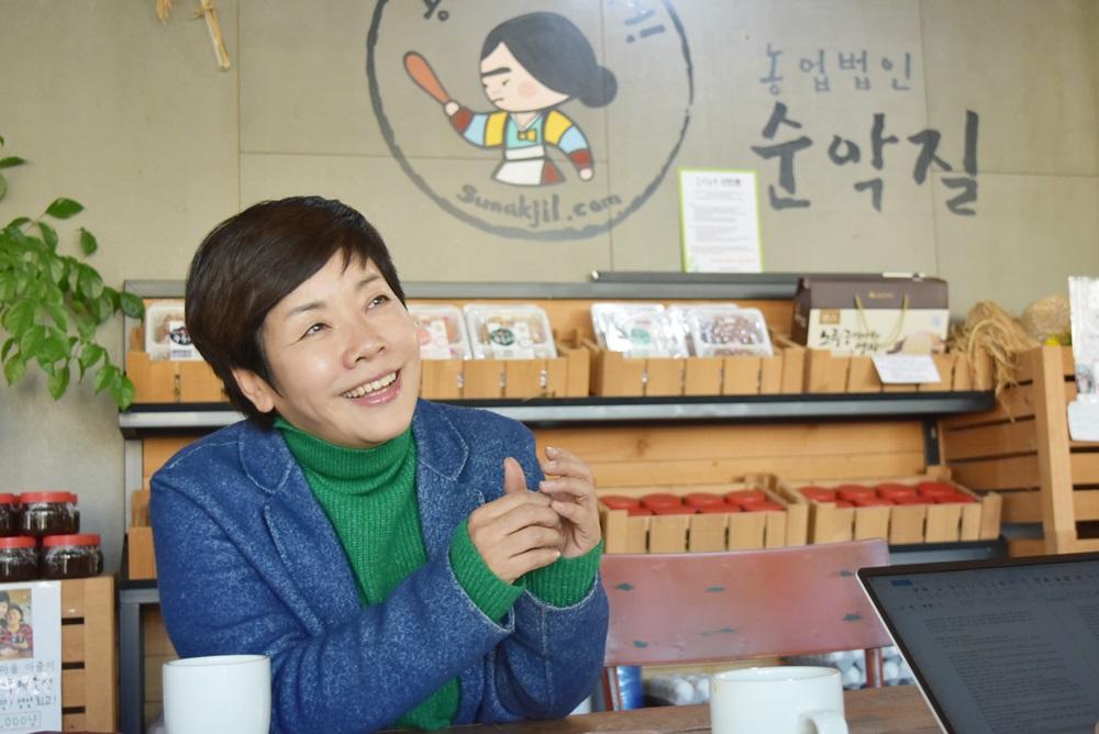 '순악질' 여사에서 농부가 된 개그우먼 김미화씨