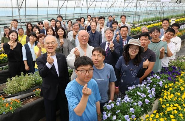 푸르메스마트팜 서울농원의 미래가 꽃처럼 만개하기를 기대해본다.