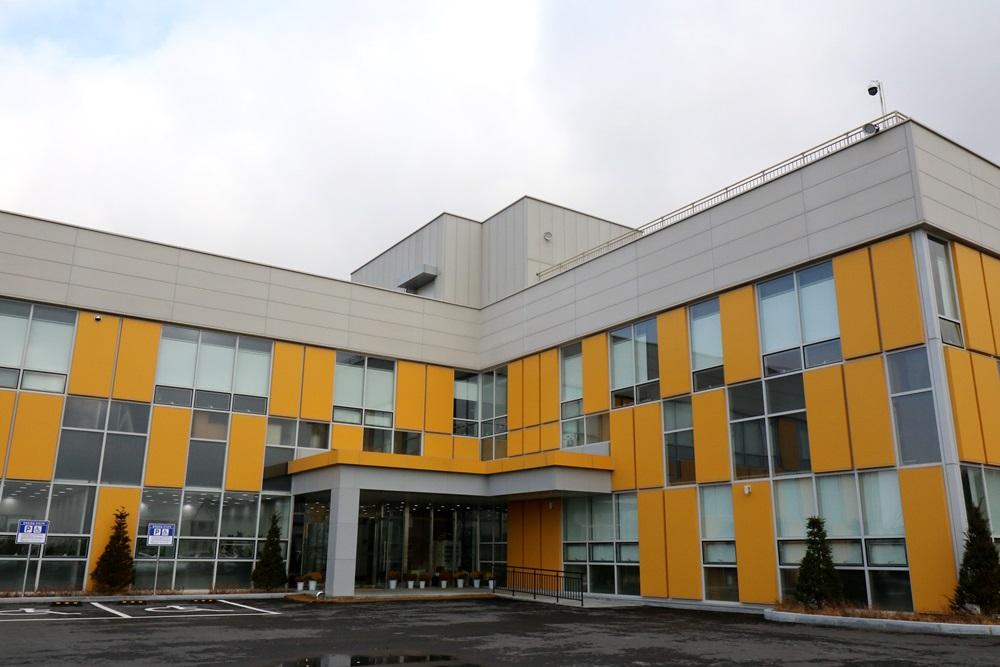 노란색 포인트의 외벽이 인상적인 치유농업연구센터