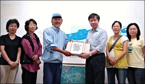 ▲ 2006년 판화 기부식